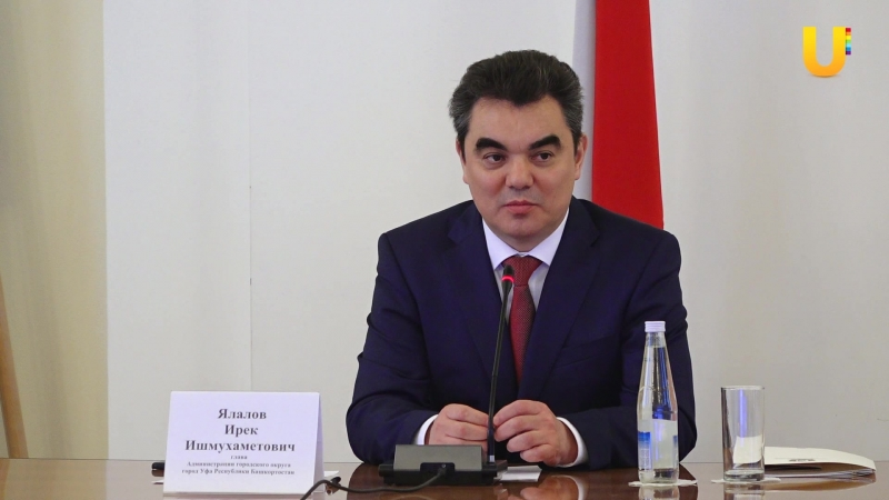 Ирек Ялалов провел оперативку и встретился с волонтерами