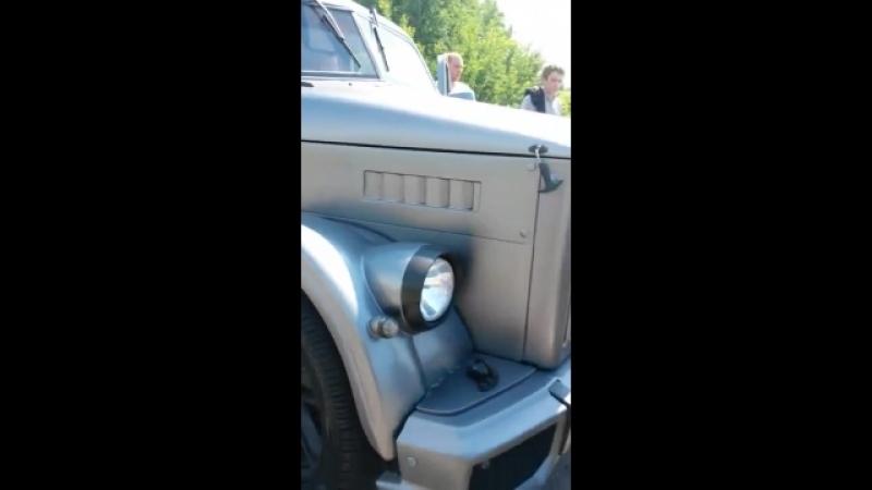 ГАЗ-51 с крутым тюнингом.))