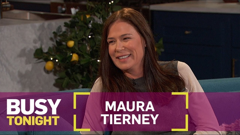 Maura Tierney Stole a Picture of Oprah Winfrey for Busy Philipps! | Busy Tonight | E!