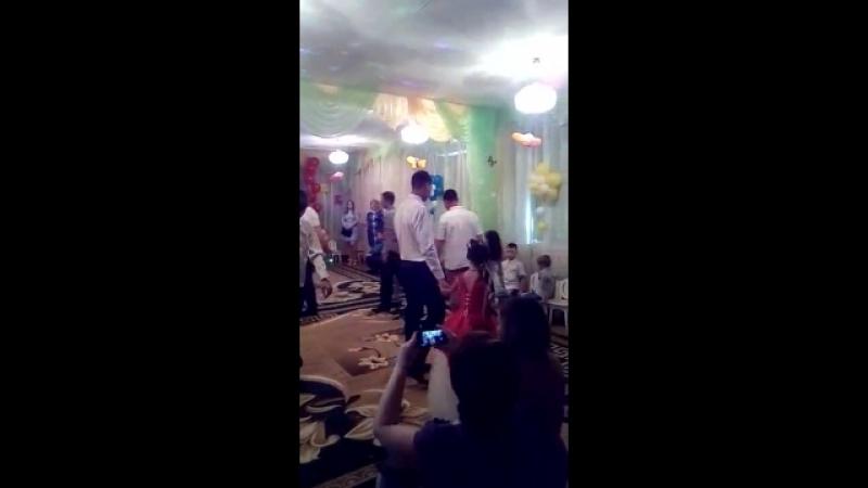 наш выпускной,танец с папами