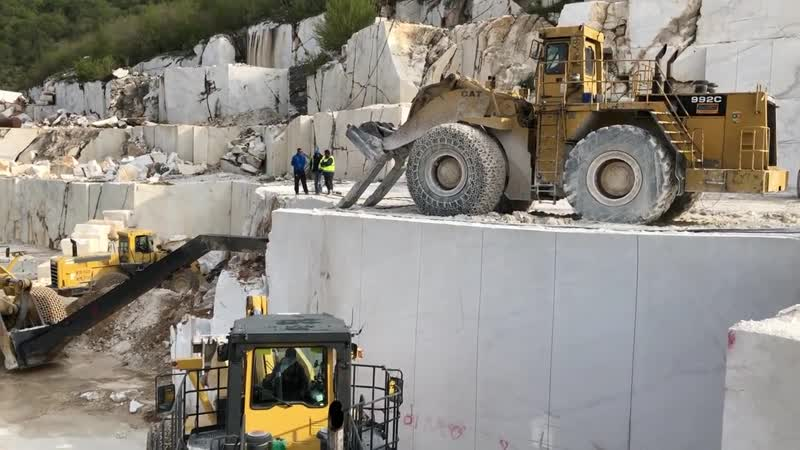 Komatsu And Cat Wheel Loaders Opening New Level On Birros Quarry