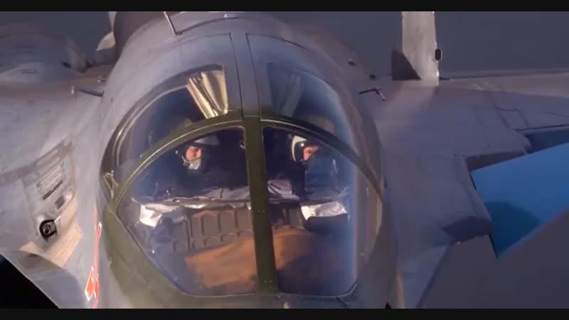 Кадры воздушных тренировок летчиков штурмовиков Су-25 и бомбардировщиков Су-34