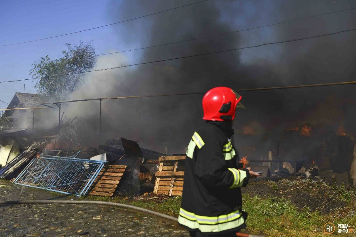 В деревне под Симферополем сгорел дом