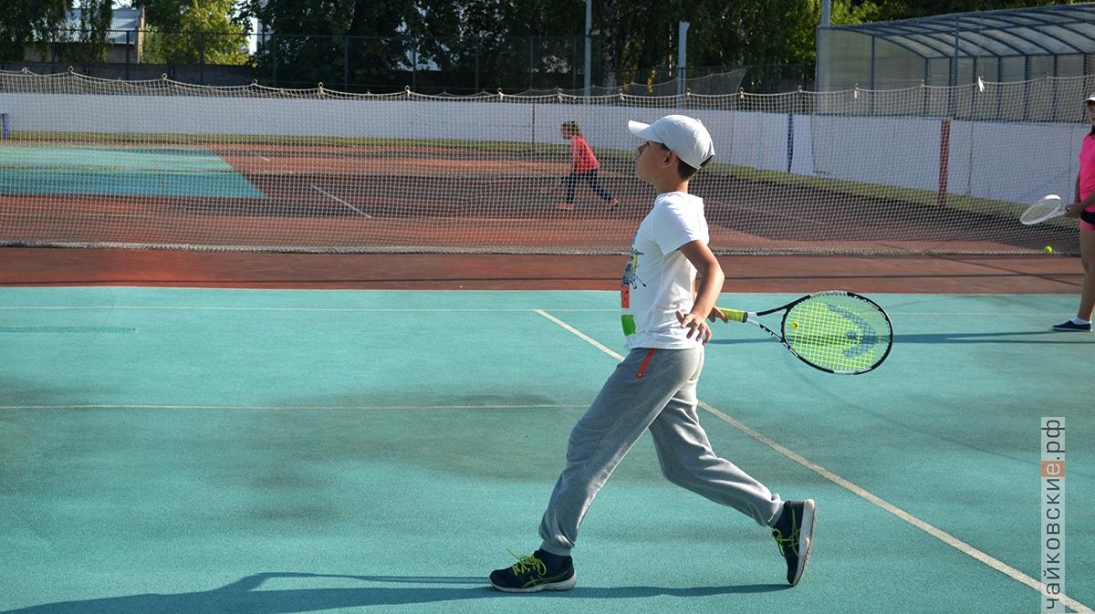 Мальчик с ракеткой, Чайковский, 2018 год