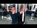 Тяга вертикального блока к груди и она акцентирована на низ широчайших мышц спины