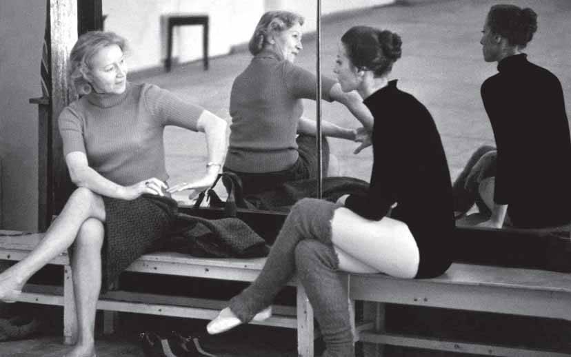 Галина Уланова и Майя Плисецкая в балетном классе Большого театра, СССР, 1970 год.