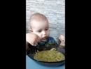 начал сам кушать 1 годик и 4 месяца