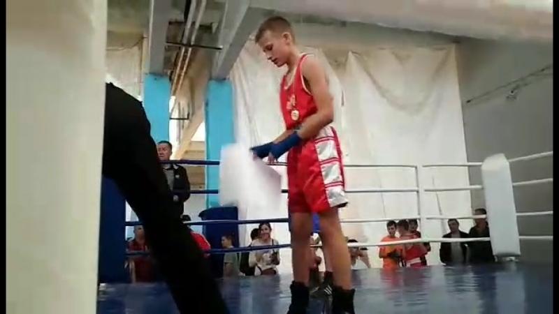 Олег відсвядкував свою перемогу і зробивши собі подарок на день народження.Вітаєм
