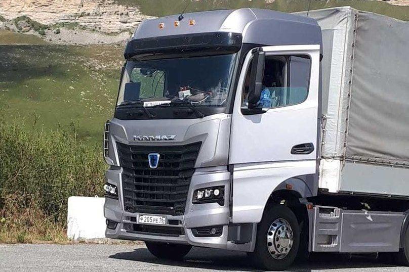 Новый магистральный тягач проходит испытания в горах Карачаево-Черкесии