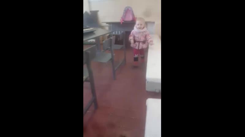 в школе у тети)
