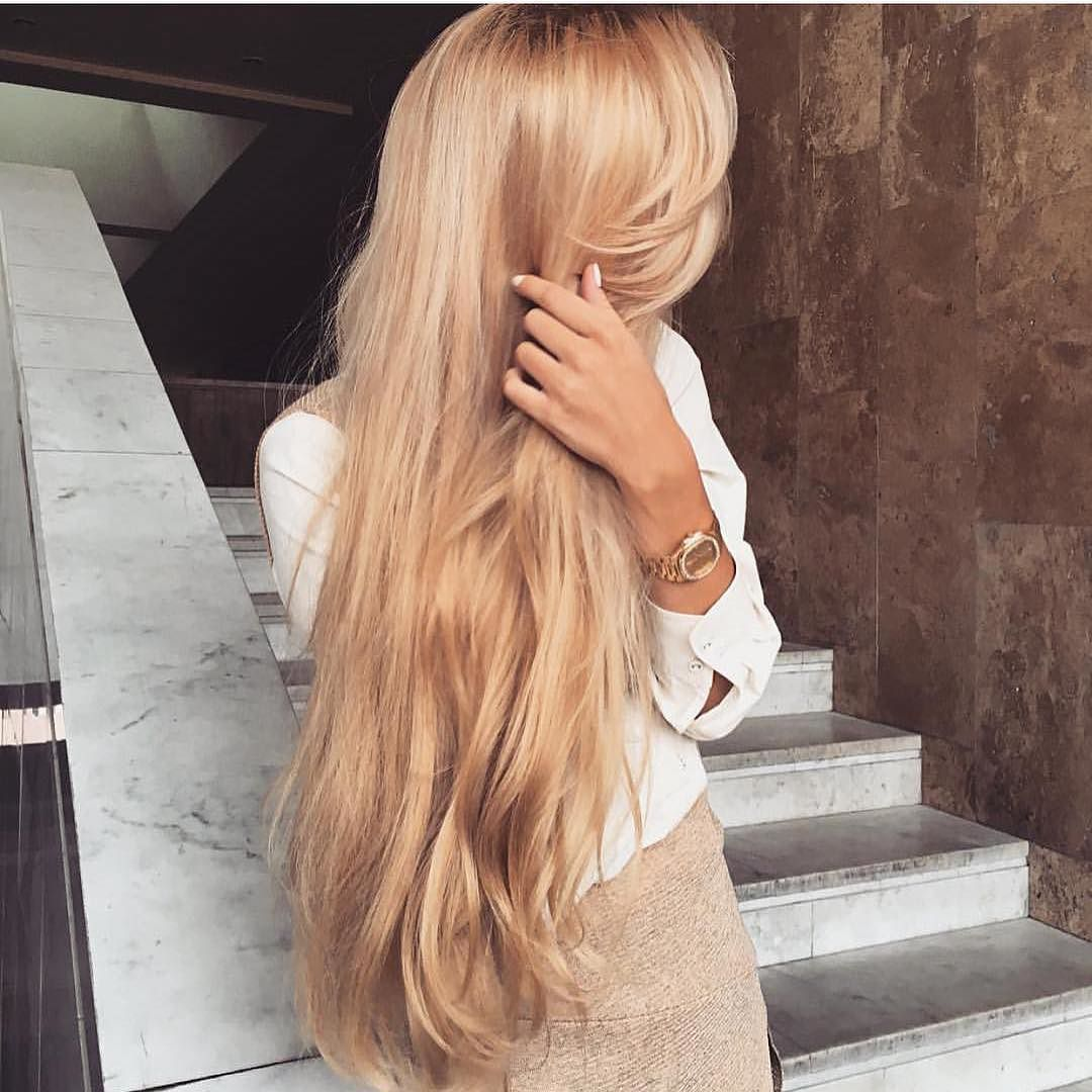 девушка с длинными светлыми волосами сзади узнать