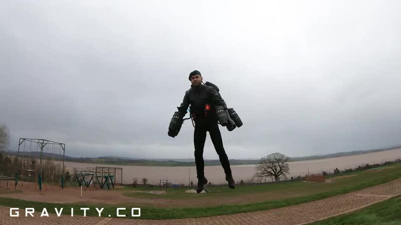 «Железный Человек» Ричард Браунинг прошел полосу препятствий Британских ВМС