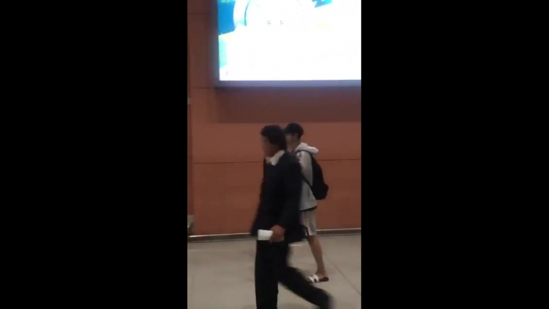180727 PaekChan_fancam EXO Chanyeol Chan - KIX Airport  cr. kohakuhime918