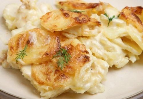 картофель в молоке в мультиварке существует немыслимое множество блюд с картофелем. картофель в молоке - один из довольно интересных вариантов приготовления этого овоща. что самое приятное, блюдо готовится в мультиварке, это экономит ваше время и
