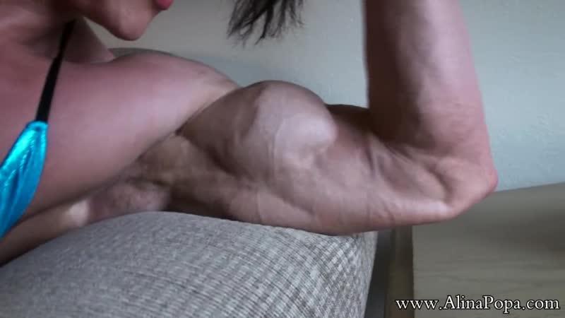 Alina popa-flexing 1