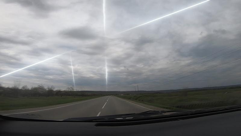 военные вертолеты летят за летающей тарелкой в небе России засняли лучи пересекающие
