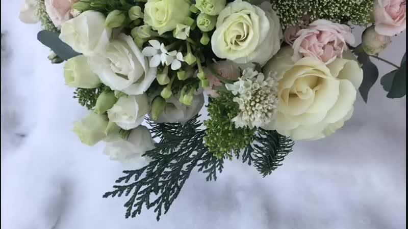 Букет из анемонов и розы Мондиаль