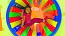 Приключения Миланы на Детской площадке Развлекательный центр с горками и батутами