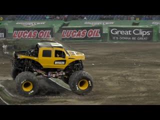 Diesel dave _ brodozer insane consecutive backflip - monster jam anaheim 2019