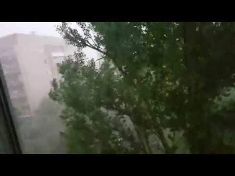 Воронеж смерч 7й этаж 1 метр до качающегося тополя! до тополя удалось дотронуться рукой!