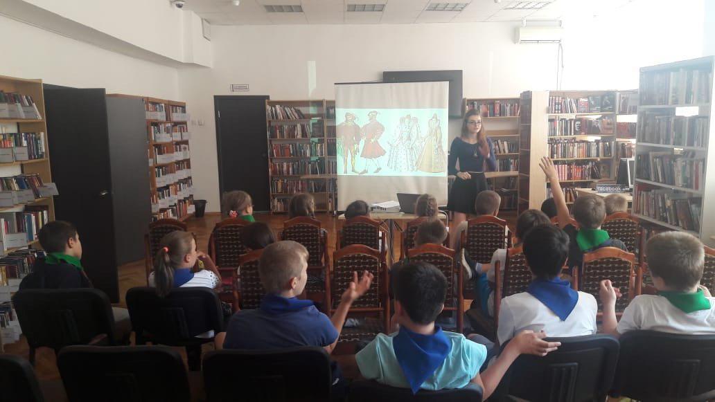 В библиотеке на Корнейчука прошла лекция об истории костюма с древних времен до ХIХ века