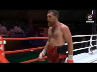 Дмитрий Кудряшов останавливает Маурисио Баррагана