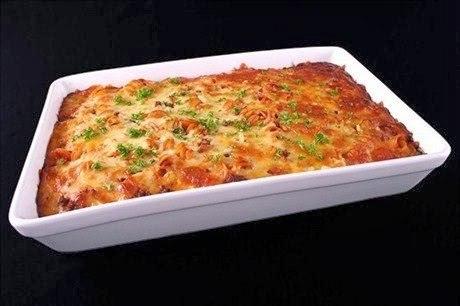 Макароны, запеченные с мясом и сыром.