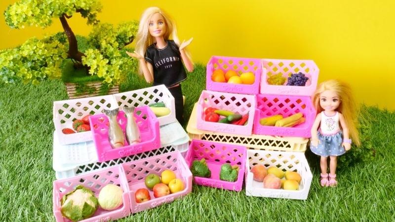 Barbie ailesi. Chelsea balık istiyor. Alışveriş oyunu
