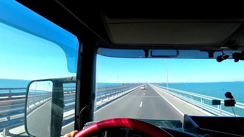 Баба на фуре по Крымскому мосту 183