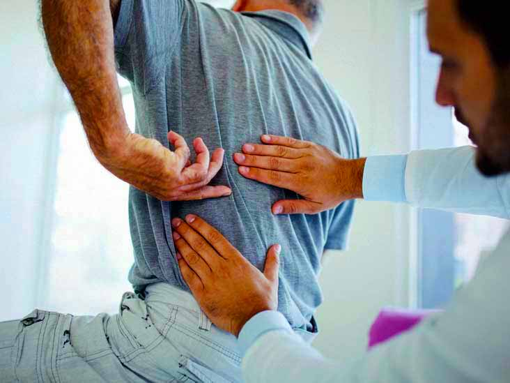 Каковы общие причины боли в верхней части спины слева?