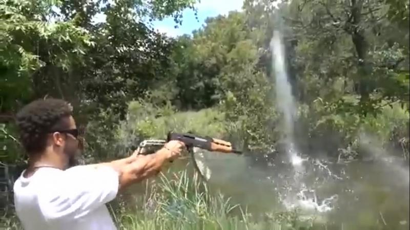 AK 47 тащит