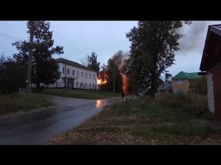 🔥 Сегодня в Козьмодемьянске ранним утром, около 6 часов, сгорело здание старого морга, которое было расположено на улице Черныше