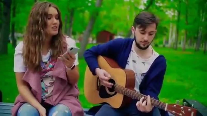 Девушка спела под гитару кавер песни МЫ - Возможно