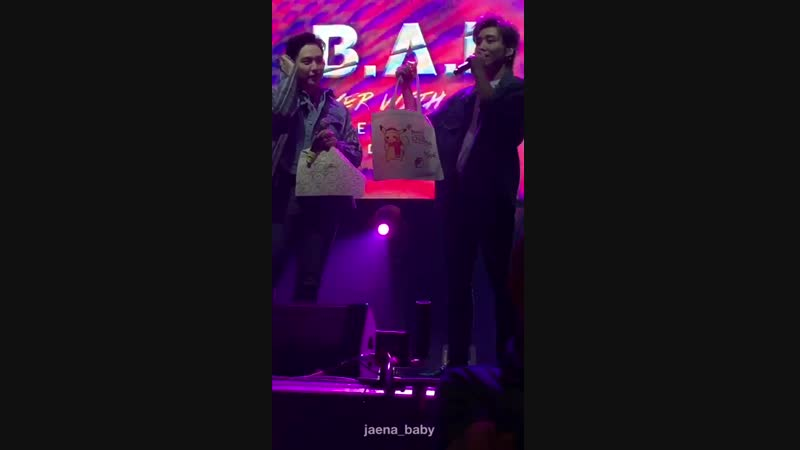 9.12.18 Himchan and Jongup showing off their eco bag @ BAP in Duesseldorf