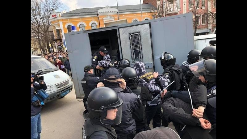 16 марта 2019. Полтава. Представників НК і НД затримали під час візиту президента в Полтаві НацКорпус
