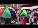 В Пхукете в 32 градусную жару люди стоят в очереди по 3 4 часа чтобы проголосовать