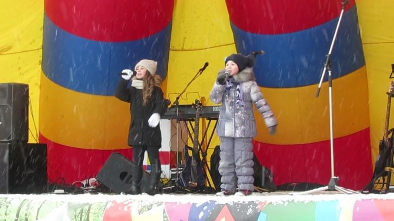 Анастасия Фатулаева и София Хромых- В деревне ёжики