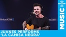 Juanes performs La Camisa Negra