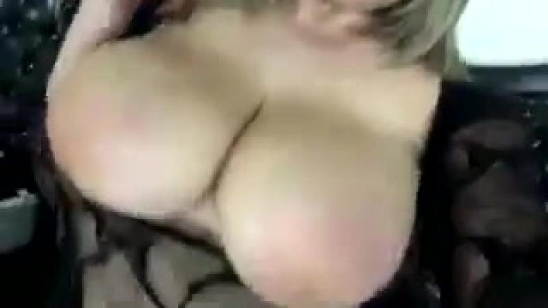 Naughty America, Сняла на телефон свои большие сиськи, порно видео девушек