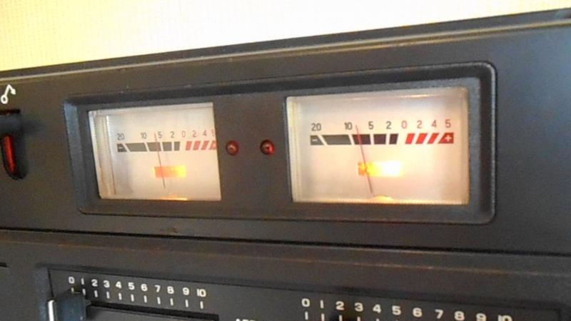 Орель-306 проигрывает свою же запись на кассету.)