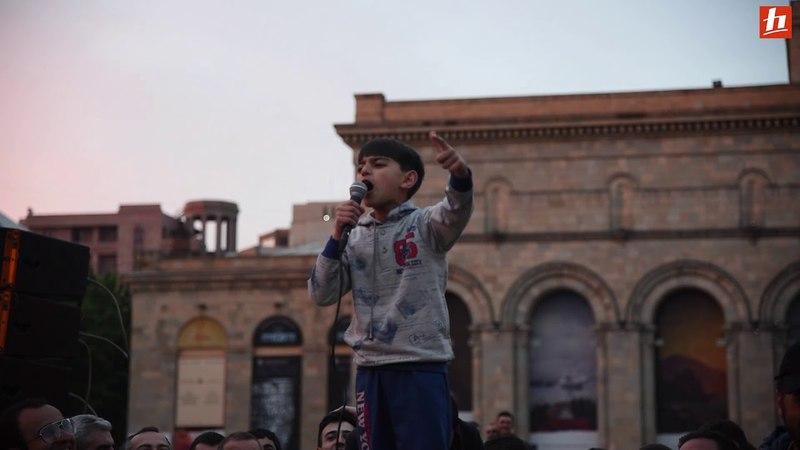 9 ամյա Մաքսի ելույթը ցնցեց Հանրապետության հրապարակը