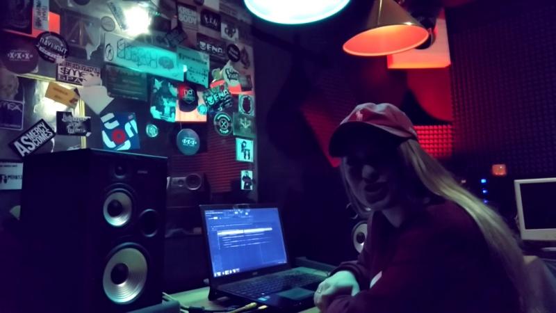 Palemika записала песню для любимого на студии звукозаписи