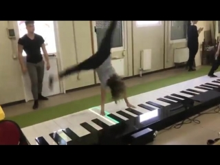 Despacito на огромном пианино
