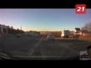 В Мурманске столкновение автобуса и кроссовера попало на видео