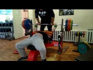 Жим штанги Лёжа на новой лавке 250 кг две петли