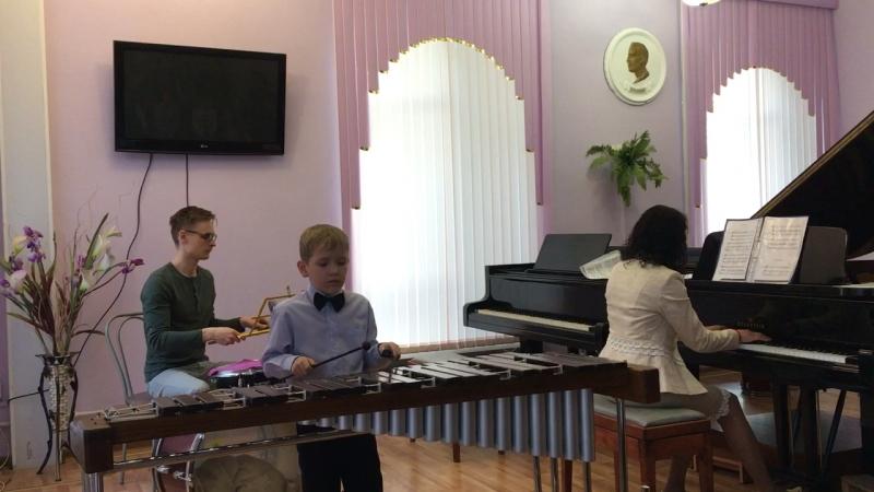 Снежинка - исп. Коля Вольных (Педагог и партия ударных Евгений Карев)