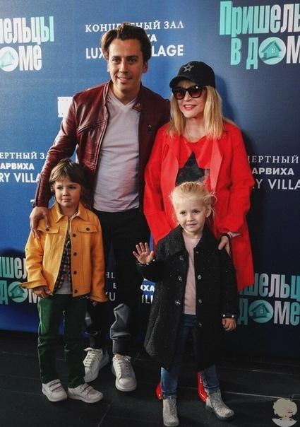 Максим Галкин и Алла Пугачёва продолжают делиться с пользователями фотографиями с детьми , демонстрирующими семейную идиллию