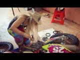 Girl changing clutch on KTM 350 EXC Six Days 2018