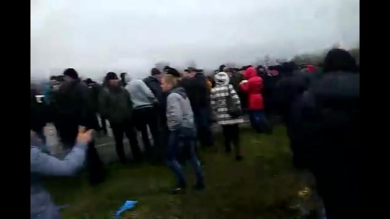 Часть 1 В городе Ровеньки, Луганской обл было задержано 3 Камаза с военными и оружием 13 04 2014
