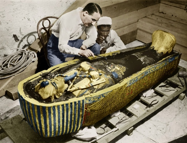 НЕРАЗГАДАННЫЕ ТАЙНЫ ТУТАНХАМОНА В начале 20 века учёные были уверены, что в египетской Долине Царей делать нечего: все было давно перекопано и изучено. Но английский археолог и египтолог Говард